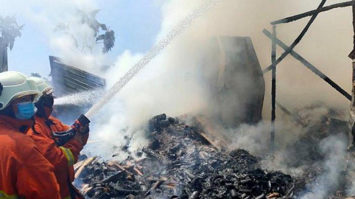 Mojokerto Gempar, Gudang Barang Bekas Terbakar Tiba-tiba, Ternyata Ini Penyebabnya