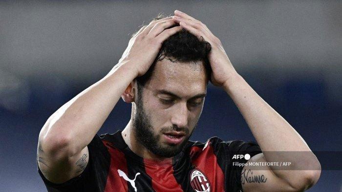 Hakan Calhanoglu Resmi Direkrut oleh Inter Milan Pasca Tolak Tawaran Kontrak dan Pergi dari AC Milan