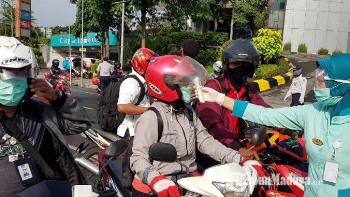 Hari ke-7 PSBB Surabaya, Masih Ada Warga yang Makan di Warung dan Sahur Bersama