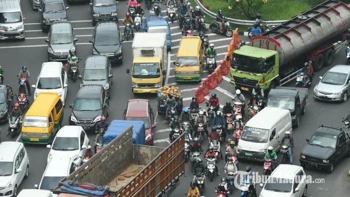 Hari Pertama PSBB Surabaya, Antrean Pengendara Terjadi di Bundaran Waru, Begini Tanggapan Pemkot