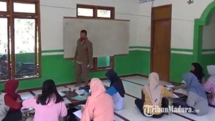 Kisah Perjuangan Seorang Guru di Ponorogo Mengajar dari Desa ke Desa saat Siswa Kesulitan Sinyal