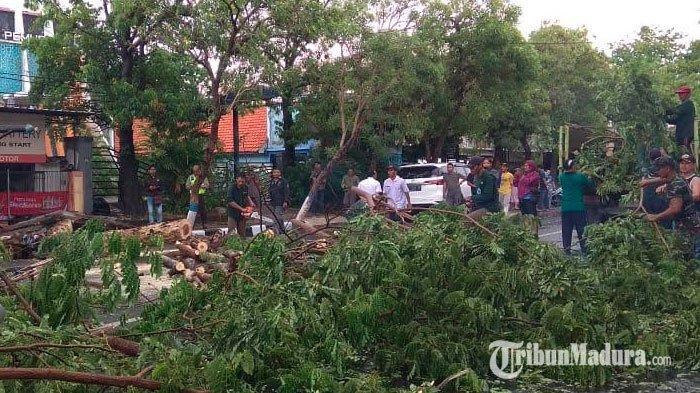 Hujan Lebat & Angin Kencang 200 Km/Jam akan Terus Terjang Surabaya, Ini Warning dari Pemkot Surabaya