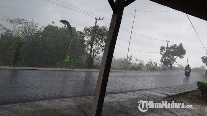 Prakiraan Cuaca Jawa Timur Senin 1 Maret 2021, Hujan Lebat Disertai Angin Kencang di Wilayah ini