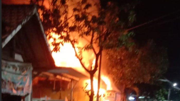 Ibu dan Anak 8 Tahun Tewas Terjebak di Dalam saat Kebakaran Menghanguskan Rumah Mereka di Surabaya