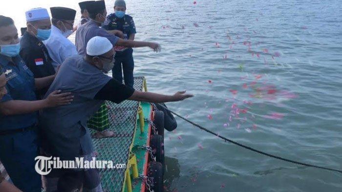 IKPM Gontor Tabur Bunga dan Doa Bersama di Bulan Ramadan untuk Awak Kapal KRI Nanggala 402