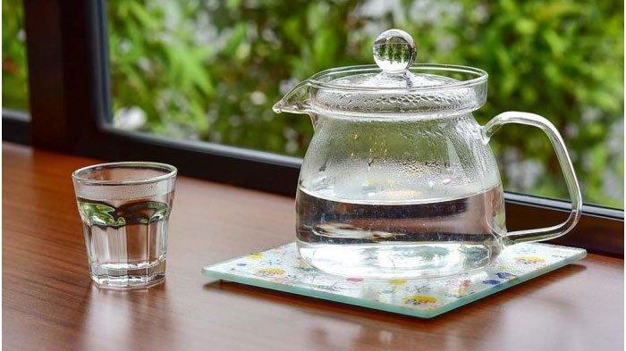 4 Manfaat Minum Air Hangat untuk Kesehatan, Mencegah Penuaan Dini hingga Meredakan Kram Menstruasi