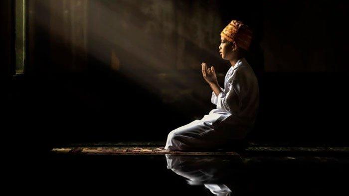 Tiga Amalan Manusia yang Terus Mengalir dan Dibawa Mati, Termasuk Doa Anak Sholeh