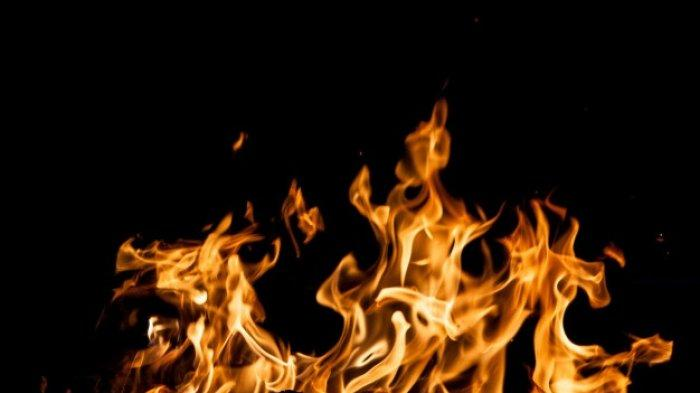Yuli Buka Pintu Kaget Saat Melihat Suaminya Terbakar, ada Tetangga Bawa Cairan di Belakang Suami