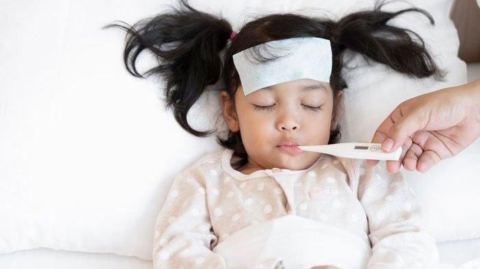 Tak Melulu Diberi Obat, Simak Penanganan Bayi Demam Berikut, Perhatikan Kondisi dan Batas Aman