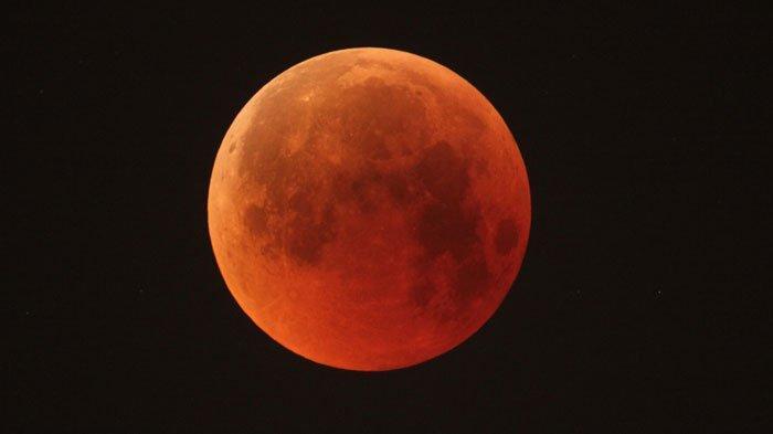 Fenomena Gerhana Bulan Total Dapat Disaksikan di Kediri pada Sore ini Mulai Pukul 17.20 WIB