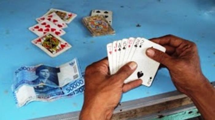 Asyik Main Judi Remi di Area Persawahan, Tiga Pria Asal Sampang Tak Sadar Jadi Incaran Polisi