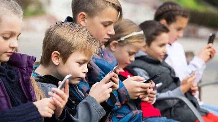 Kenali Penyebab Anak Kecanduan Gadget, Kebiasaan dan Pengawasan Orangtua Bisa Jadi Faktornya