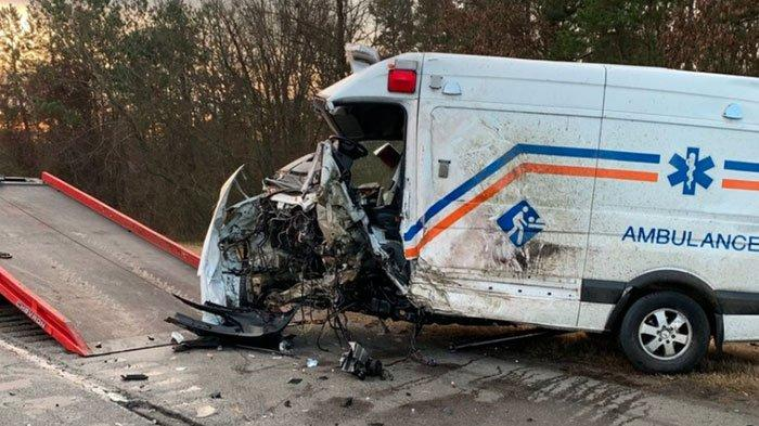 Lima Orang ini Tewas Saat Sedang Mengantarkan Jenazah, Ambulan Oleng dan Hantam Pantat Truk
