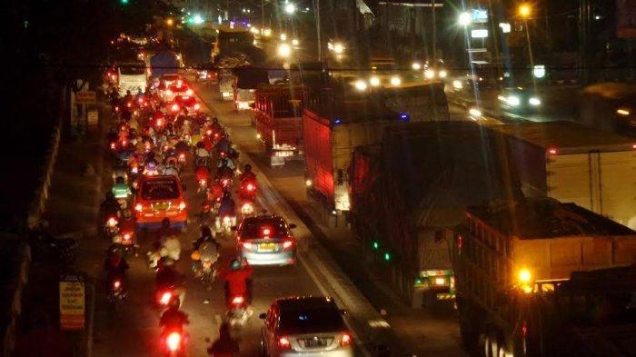 Polisi Siap Tilang Pengendara yang Konvoi dan Tidak Tertib di Jalanan Surabaya saat Malam Tahun Baru