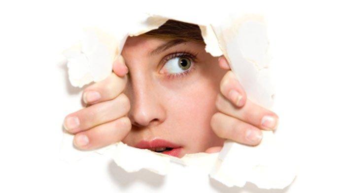 Wanita Temukan Ruangan Misterius di Balik Cermin, Berawal dari Udara Dingin, Tembus Lorong Gelap