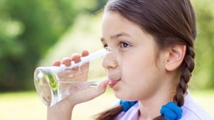 Minum Air Putih di Pagi Hari Punya Segudang Manfaat Kesehatan untuk Tubuh, Simak Deretan Manfaatnya
