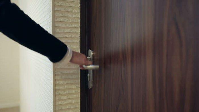 Pintu Toilet Diketuk Tak Direspon, Suami Dobrak Pintu dan Lihat Istri Terkapar, Lumpia Jadi Dugaan