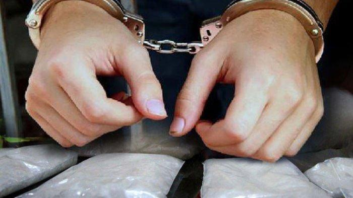 Polisi Tangkap Pria yang Duduk di Pinggir Jalan, Ternyata di Kantongnya Ditemukan Sabu-Sabu