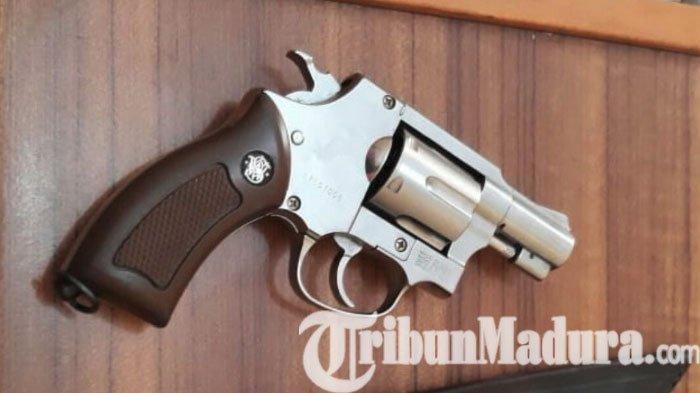 BREAKING NEWS: Pengedar Sabu dan Ribuan Butir Ekstasi Persenjatai Dirinya Menggunakan Revolver