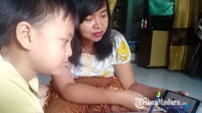 Program 'Belajar dari Rumah' di TVRI, Ada Siswa Setor Jawaban hingga Kerjakan Tugas Pelajaran Lain