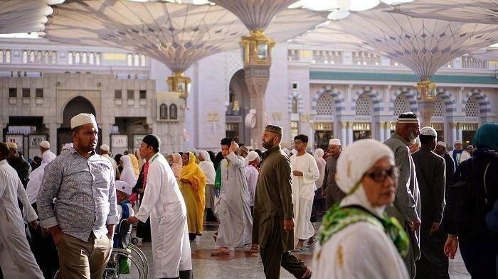 Vaksinasi Covid-19 untuk Calon Jemaah Haji di Kabupaten Sampang Madura Belum Rampung