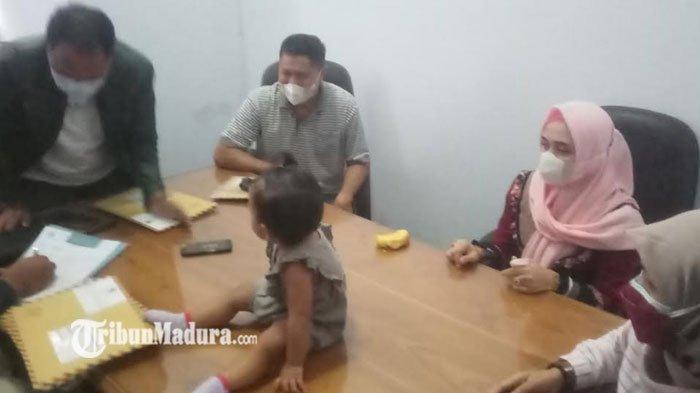 Istri Kedua Anggota Dewan Datangi Kantor DPRD Situbondo, Beberkan Soal Janji Hingga Nasib Anak