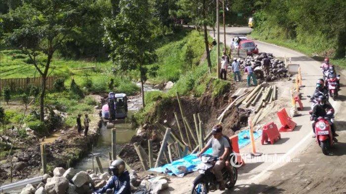 Jalur Penghubung Kabupaten Malang - Kediri Diperkirakan Bisa Dilewati Kendaraan Roda 4 Mulai Besok