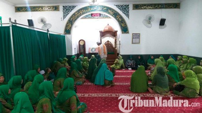 Wakil Ketua DPRD Jatim Kawal Eksekusi Gedung Astranawa, Jamaah Muslimat Langsung Gelar Istighosah