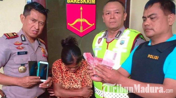 Janda di Jombang Bobol Konter Handphone, Aksinya Terekam CCTV dan Malah Bawa Ponsel di Dekat Polisi