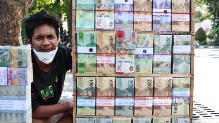 Jasa Penukaran Uang Baru Mulai Menjamur di Surabaya, Lokasi-Lokasi ini Jadi Langganan Tiap Tahun