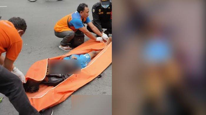 BREAKING NEWS Seorang Pemuda Tergeletak di Jalan Tembaan Surabaya dengan Kondisi Luka Robek di Dada