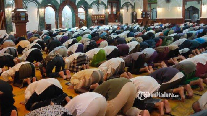 Teks Bacaan Bilal Salat Tarawih 20 Rakaat Lengkap Doa Kamilin, ada Doa yang Mudah Dibaca