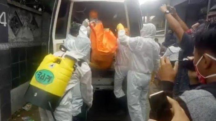 Mayat Pria Ditemukan di Rumah Jalan Darma Pamekasan, Dievakuasi Petugas Sesuai Protap Covid-19
