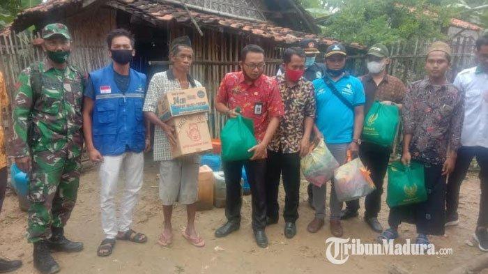Kisah Sedih Kakek Hidup Sebatang Kara Bersama Sapi di Gubuk Reyot, Kini Dikunjungi Pemkab Sampang