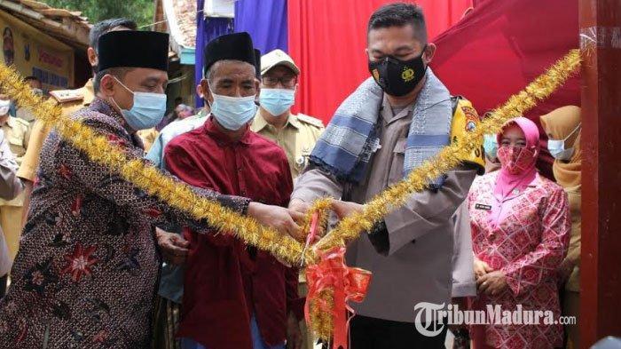 Kakek Puadin yang Tinggal di Gubuk Reyot Bersama Sapi Akhirnya Mendapat Bantuan dari Polres Sampang