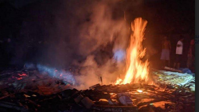 Kandang Ternak di Desa Sumur Gayam Kabupaten Lamongan Ludes Terbakar, Ratusan Ekor Ayam Terpanggang