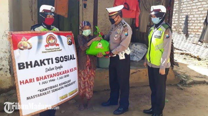 Hari Bhayangkara ke-74, Polres Pamekasan Bagikan Ratusan Paket Sembako ke Warga yang Kurang Mampu