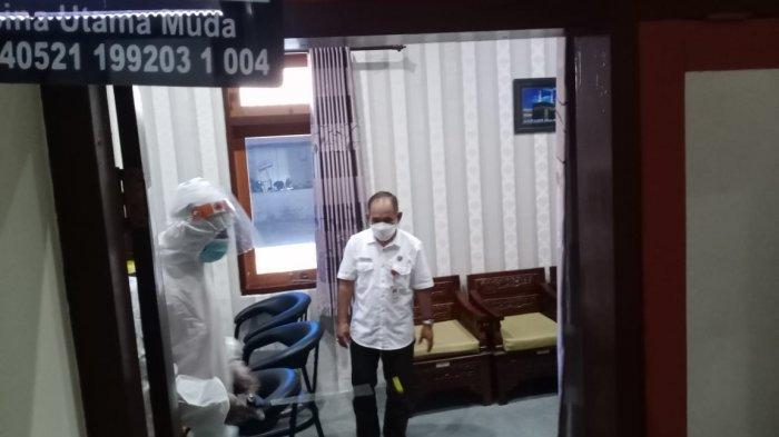 Dua Orang Staf Positif Covid-19, Kantor DPRD Sumenep Dilockdown dan Disemprot Cairan Disinfektan
