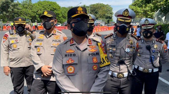 Imbauan Kapolda Jatim Irjen Pol Nico Afinta Saat Cek Penutupan Arah Masuk Surabaya di Bundaran Waru