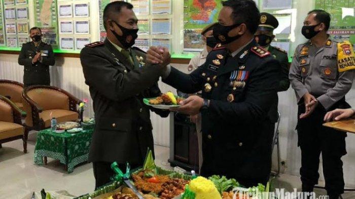 Datangi Makodim 0826, Kapolres Pamekasan Berikan Kejutan Tumpeng Istimewa ke Dandim di HUT TNI ke-75