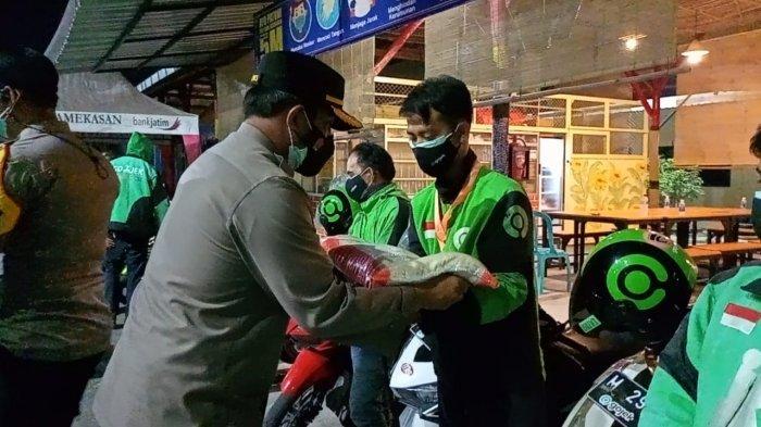 Kapolres Pamekasan Bagikan Sembako dan Masker Gratis ke Driver Ojol, Bantu Ringankan Beban Ekonomi