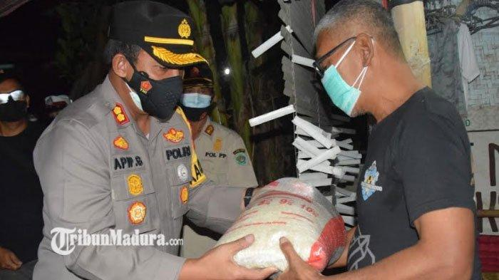 Polres Pamekasan Gelar Patroli PPKM Level 4, Beri Edukasi Prokes juga Berikan Bantuan untuk Warga