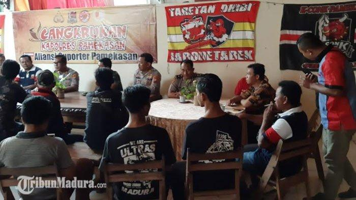 Kapolres Pamekasan Cangkrukan Bareng Aliansi Suporter Madura United, Ajak Ikut Jaga Kondusifitas