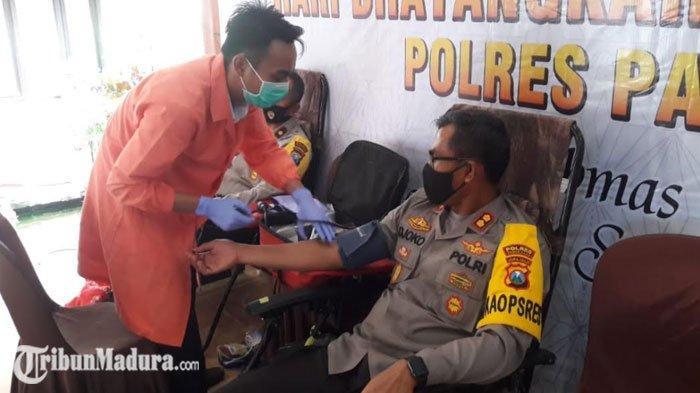 Polres Pamekasan Gandeng PMI Gelar Donor Darah Menyambut Hari Bhayangkara