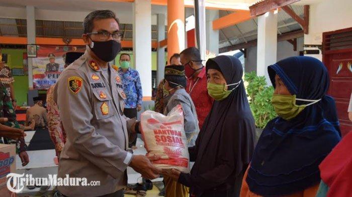 Kapolres Pamekasan Resmikan Dua Kampung Tangguh, Sembari Salurkan Bansos ke Warga Terdampak Covid-19