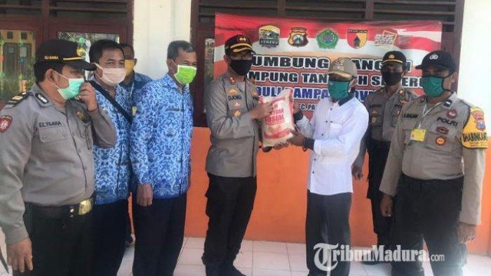 Kapolres Pamekasan Cek Kesiapan Dua Kampung Tangguh dan Berikan Bantuan Sosial Paket Sembako