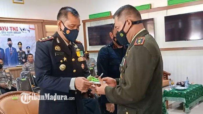Kapolres Pamekasan Beri Kejutan Dandim saat HUT TNI ke-76, Ungkap Harapan Soal Sinergi