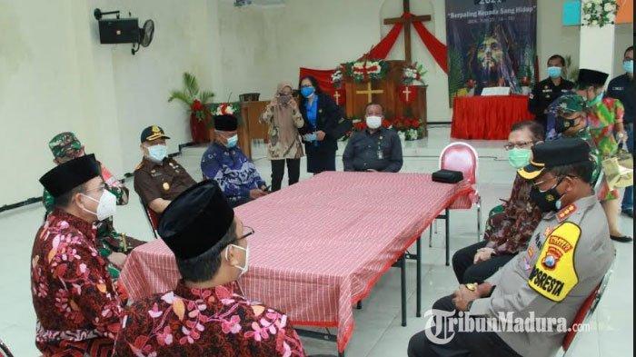 Antisipasi Dampak Teror Bom Makassar, Personel Gabungan Perketat Pengamanan Gereja di Sidoarjo