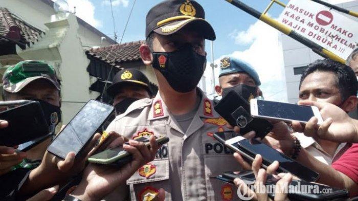 BREAKING NEWS - Istri Terduga Teroris N di Desa Tenggur Diperiksa Polisi Tulungagung