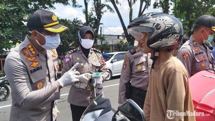 Polisi Gelar Razia di Wilayah Perbatasan Sidoarjo, Orang yang Tidak Memakai MaskerDilarang Masuk